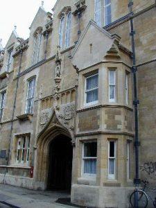Fig. Het oorspronkelijke Cavendish laboratorium in het centrum van Cambridge, opgericht in 1871 door William Cavendish, 7de hertog van Devonshire