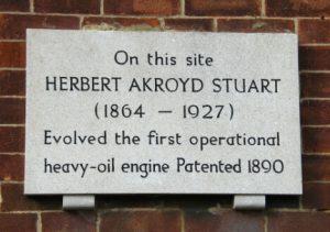 Gedenkplaat in Bletchley (UK) voor de uitvinding van Herbert Akroyd Stuart.